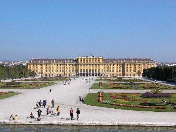 Schloss Schonbrunn (creative commons)