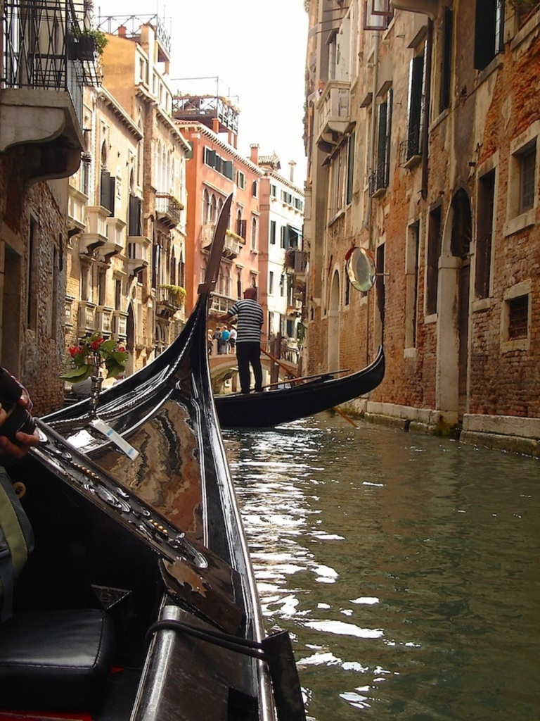 A romantic guide to Venice Italy wouldn't be complete without some Gondola action...