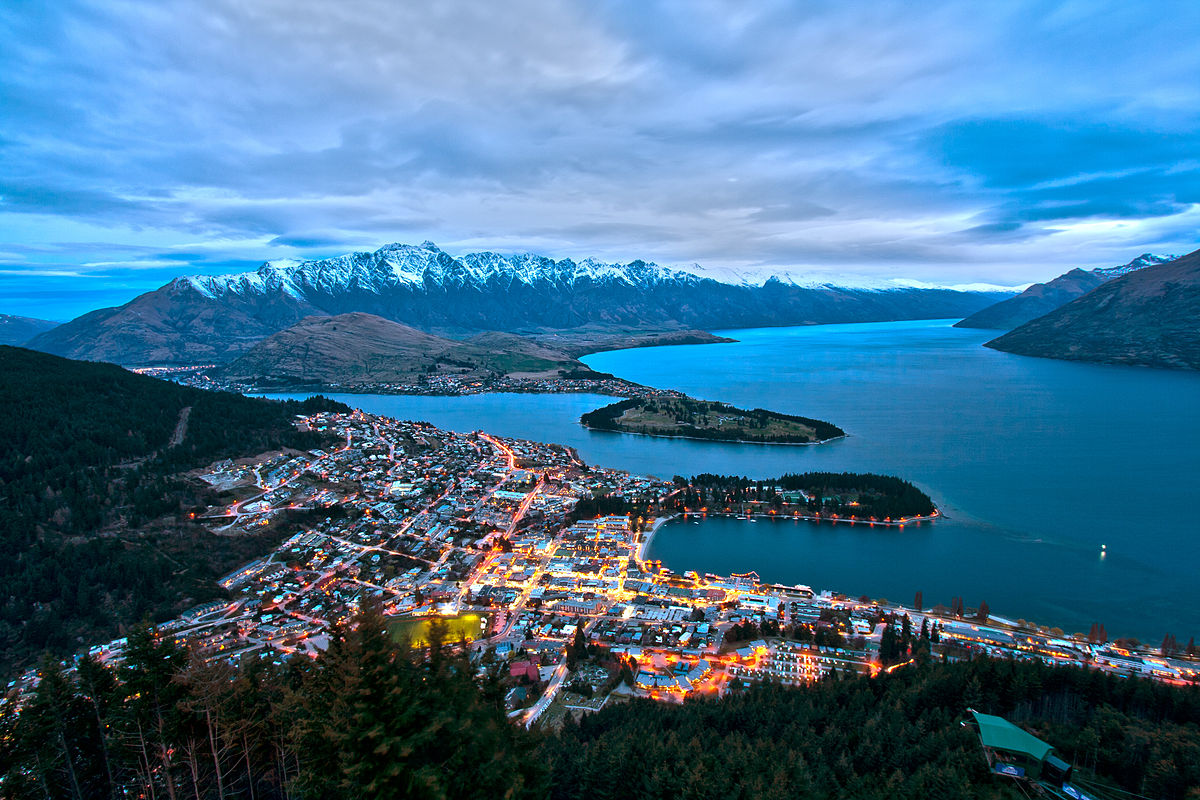 Queenstown is one of the central hubs of luxury travel in New Zealand ... photo by CC user 22699083@N04 on Flickr