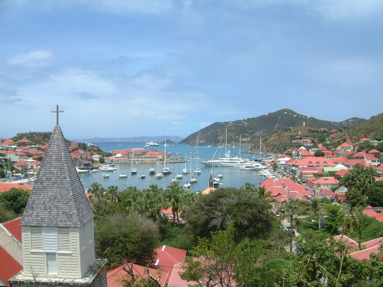 From Gustavia's amazing harbor to its stunning beaches, there is much to love about beautiful St. Barts ... photo by CC user Evaneggers on wikimedia