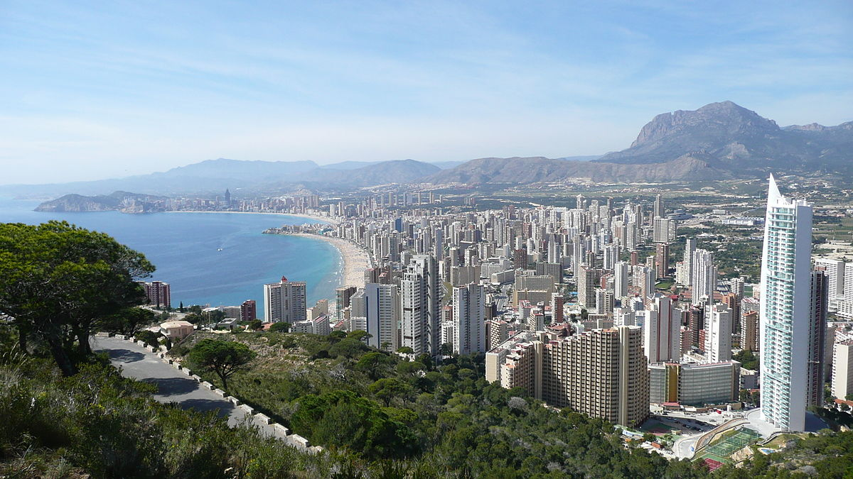 Views like this await you on a holiday to Benidorm Spain ... photo by CC user Siocaw on wikimedia