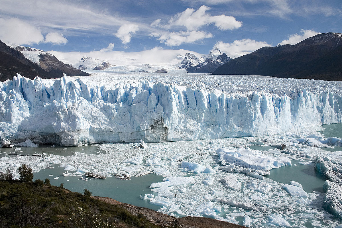 Patagonia in Argentina is a wild and inspiring place ... photo by CC user Luca Galuzzi on wikimedia